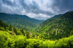 Vista dramática das montanhas apalaches de Gap Newfound Roa Fotos de Stock