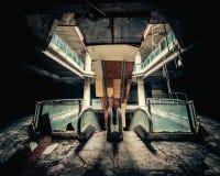 Vista dramática del edificio dañado y abandonado Imagen de archivo