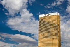 Vista dramática del hotel internacional del triunfo Imagen de archivo libre de regalías