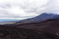 Vista dramática perto de Volcano Tolbachik Lava Fields R?ssia, pen?nsula de Kamchatka imagem de stock