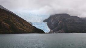 Vista drammatica dei fiordi e del ghiacciaio cileni dell'Italia, canale del cane da lepre, Cile Fotografia Stock