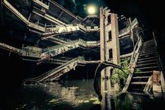 Vista drammatica di costruzione nociva ed abbandonata Fotografie Stock Libere da Diritti