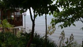 Vista e caffè del mare su passeggiata video d archivio