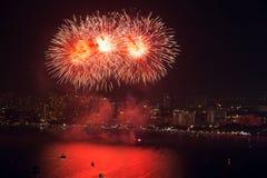 Vista e fuochi d'artificio di notte immagine stock