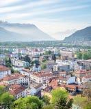 Vista e montagne di paesaggio urbano di Bellinzona Immagini Stock Libere da Diritti
