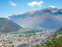 Vista e montagne di paesaggio urbano di Bellinzona Immagine Stock