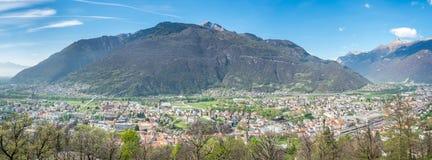 Vista e montagne di paesaggio urbano di Bellinzona Immagini Stock