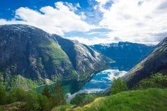 Vista a Eidfjord de la granja de Kjeasen Foto de archivo libre de regalías