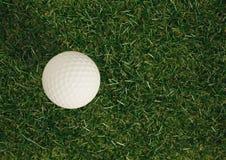 Vista elevado da bola de golfe imagens de stock