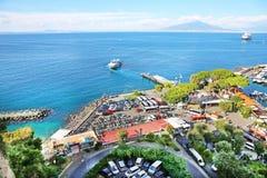 Vista elevado de Sorrento e de baía de Nápoles, Itália Fotografia de Stock Royalty Free