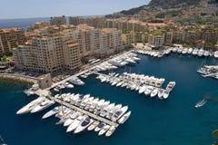 Vista elevado do porto no Monte - o Carlo, no principado de Mônaco, Europa ocidental no mar Mediterrâneo fotografia de stock