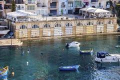 Vista elevata della baia di Spinola alla st Julian, Malta fotografia stock libera da diritti