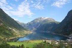 Vista elevata sopra Geiranger in Norvegia Fotografia Stock