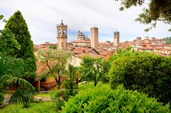 vista em Bergamo e em igrejas Foto de Stock Royalty Free