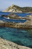 Vista em cima das rochas e do mar em riviera francês Imagens de Stock