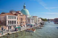 Vista em Grand Canal do degli Scalzi de Ponte em Veneza, Itália Imagem de Stock