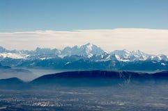 Vista em Mont-Blanc maciço Imagens de Stock