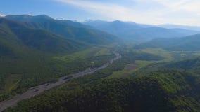 Vista em montanhas de Cáucaso, preservação do ambiente e ecologia, Geórgia filme