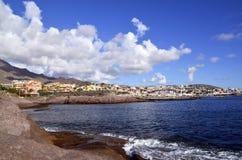 Vista em Oceano Atlântico e em Costa Adeje, Tenerife imagens de stock