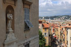 Vista em Rue Rossetti em agradável, França foto de stock royalty free