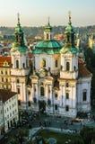 Vista em Saint Nicholas Church em Praga Fotografia de Stock