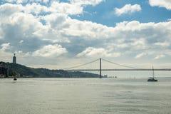 Vista em Tagus River perto de Lisboa Imagens de Stock Royalty Free