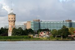 Vista em Zwijndrecht com água-torre Imagens de Stock