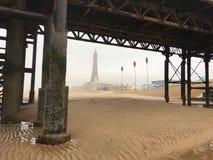 Vista enevoada da torre de Blackpool imagem de stock royalty free