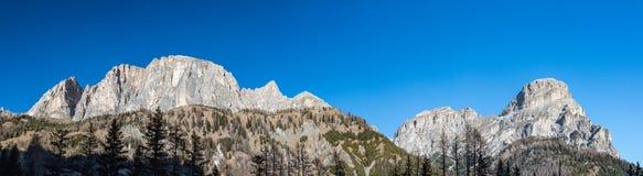 Vista enorme del paesaggio di panorama delle dolomia nel tempo della neve di inverno Fotografia Stock Libera da Diritti