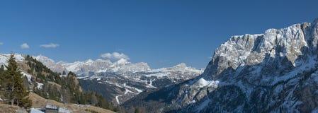 Vista enorme di panorama delle dolomia italiane nell'orario invernale Fotografia Stock