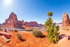 Vista ensolarada do parque nacional dos arcos nos EUA Imagem de Stock