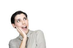 Vista entusiasmado da mulher ao lado Vista surpreendida da jovem mulher fotos de stock