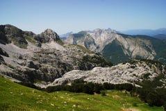 Vista epica delle alpi di Apuan in Toscany fotografia stock