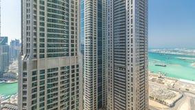 Vista escénica de Dubai Marina Skyscrapers del timelapse superior, United Arab Emirates almacen de video