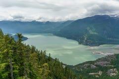 Vista escénica de Howe Sound del mar a la góndola del cielo en Squamish, Columbia Británica Foto de archivo libre de regalías