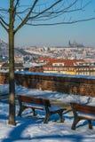 Vista escénica de la ciudad de Praga y del castillo de Praga imagen de archivo