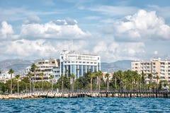 Vista escénica de la costa de Limassol del mar chipre foto de archivo
