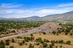 Vista escénica de la pirámide de la luna en Teotihuacan Fotografía de archivo