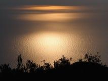 Vista escénica de la puesta del sol hermosa sobre el mar Fotografía de archivo libre de regalías