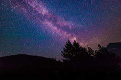 Vista escénica de la vía láctea y de la estrella sobre el lago diablo en el parque nacional de la cascada del norte, Wa, los E.E. Imagen de archivo libre de regalías