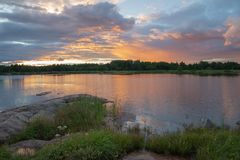 Vista escénica de un paisaje del océano de la puesta del sol imagen de archivo libre de regalías