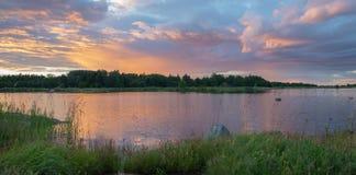 Vista escénica de un paisaje del océano de la puesta del sol imágenes de archivo libres de regalías