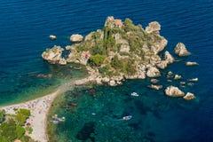 Vista escénica del Isola Bella en Taormina, provincia de Messina, Italia meridional fotos de archivo