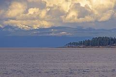 Vista escénica del océano que pasa por alto el estrecho de Georgia en Nanaimo, Canadá foto de archivo