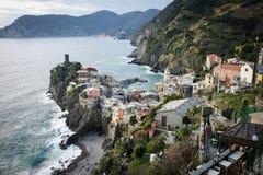 Vista escénica del pueblo colorido Vernazza en Cinque Terre Imagen de archivo libre de regalías