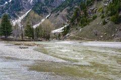 Vista escénica del río de Kunhar en el valle de Naran, Paquistán Fotografía de archivo libre de regalías
