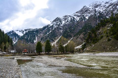 Vista escénica del río de Kunhar en el valle de Naran, Paquistán Imágenes de archivo libres de regalías