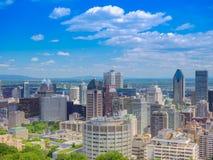 Vista escénica del ` s de Montreal céntrico desde arriba de Soporte-real Foto de archivo libre de regalías