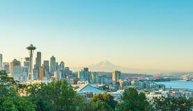 Vista escénica del scape de la ciudad de Seattle en la estación del invierno con nevado, Washington, los E.E.U.U. Fotos de archivo libres de regalías