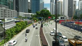 Vista escénica del tráfico en centro de ciudad de Kuala Lumpur por la mañana almacen de video